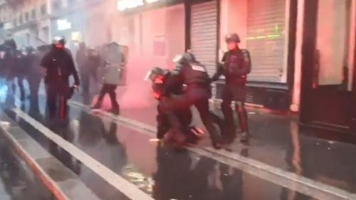 """Après la manifestation d'hier, le parquet de Paris ouvre deux enquêtes pour """"violences volontaires"""" par des membres des forces de l'ordre"""
