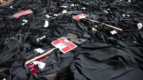 Paris : les avocats manifestent en marge de l'audience solennelle de rentrée de la Cour de Cassation