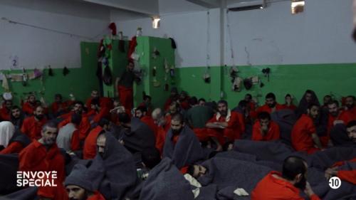 """VIDEO. """"On dort l'un sur l'autre"""" : plongée au coeur d'une prison de jihadistes au Kurdistan syrien"""