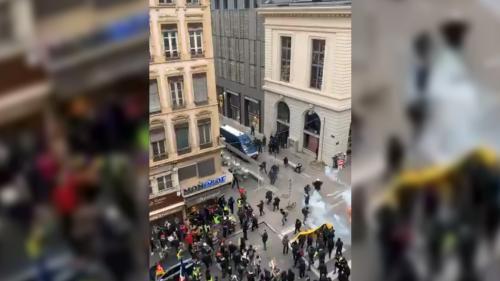 """""""On a eu très peur !"""" Des étudiants reçoivent une grenade lacrymogène à travers la fenêtre d'un appartement à Lyon"""