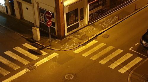"""""""Le Reich en marche"""" : le candidat LREM à la mairie d'Evreux porte plainte après la découverte d'inscriptions nazies près de son local"""
