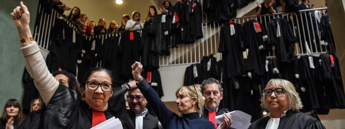 Des avocats manifestent contre la réforme des retraites à l\'intérieur du palais de justice de Lyon le 13 janvier 2020.