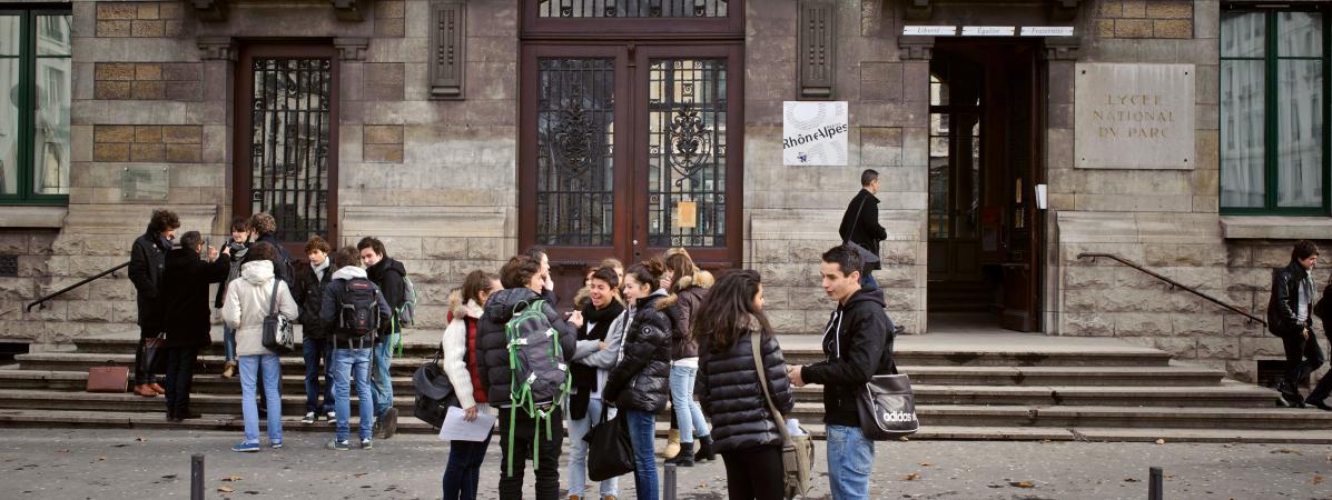 Les directeurs académiques touchent-ils une prime de fin d'année de 50 000 euros ?