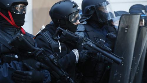 Numéro ou pas, si le collègue est en tort...: les policiers divisés sur l'obligation de porter leur matricule