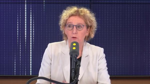 """Retraites des footballeurs, emploi des seniors, forum de Davos... le """"8h30 franceinfo"""" de Muriel Pénicaud"""