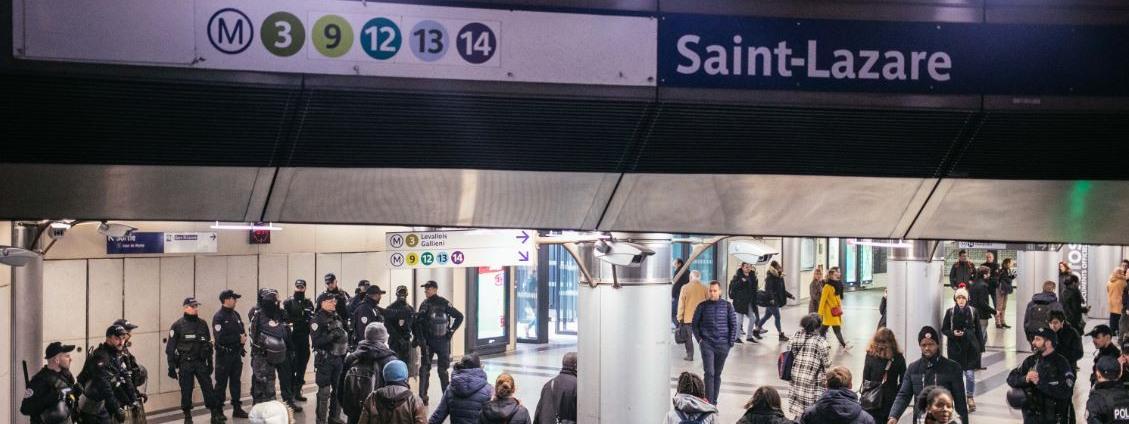 Réforme des retraites : la grève a coûté près de 200 millions à la RATP et environ 850 millions à la SNCF, ...