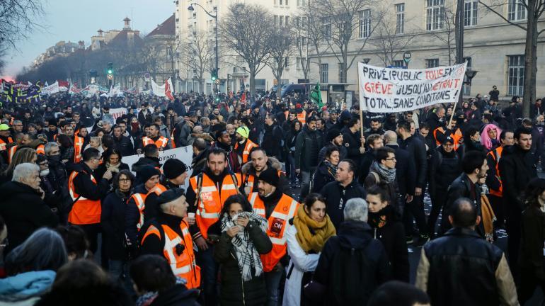 Direct Greve Contre La Reforme Des Retraites La Police A Procede A 11 Interpellations En Marge Du Defile Parisien Qui S Est Deroule Sans Incident Notable
