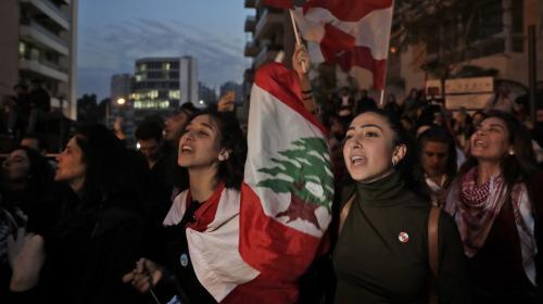 Liban : la contestation entre dans son quatrième mois, des manifestants bloquent les routes