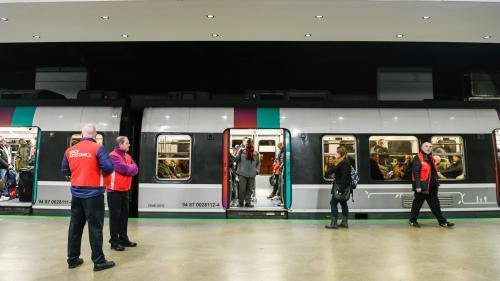Grève : la SNCF annonce un trafic quasi normal ce week-end pour les TGV, 8 trains sur 10 pour les Transilien et 9 trains sur 10 pour les TER