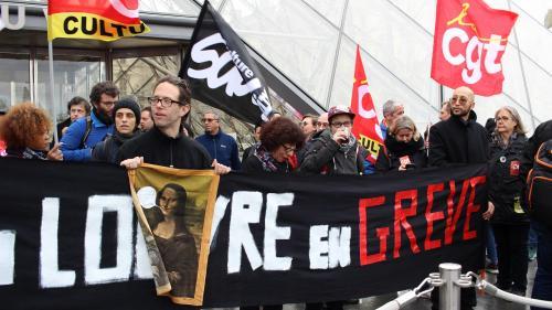 """""""Une minorité ruine la journée de tout le monde!"""" : des grévistes bloquent les entrées du Louvre et provoquent la colère de touristes"""