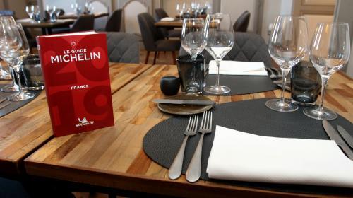 Opacité, pression… Pourquoi les conditions d'attribution des étoiles du Guide Michelin laissent un goût amer à la profession