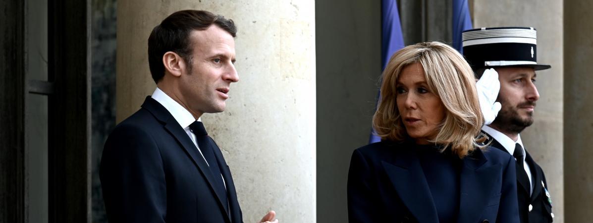 Des manifestants ont tenté de pénétrer dans un théâtre parisien, alors qu'Emmanuel Macron était à l'intérieur
