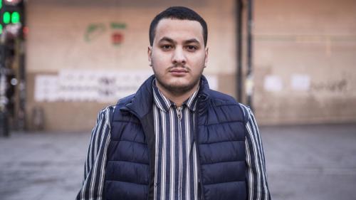 Le journaliste Taha Bouhafs en garde à vue après une tentative d'intrusion de manifestants dans un théâtre où se trouvait Emmanuel Macron