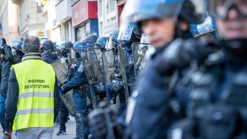 """DIRECT. Mobilisation des """"gilets jaunes"""" à Paris: 15interpellations, indique la préfecture de police à la mi-journée"""
