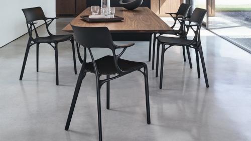 """Une chaise conçue par l'intelligence artificielle : """"Ce n'est que le début"""" affirme le designer Philippe Starck"""