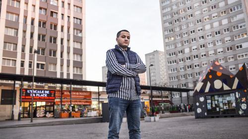 Qui est Taha Bouhafs, le journaliste placé en garde à vue après une tentative d'intrusion de manifestants dans un théâtre parisien ?