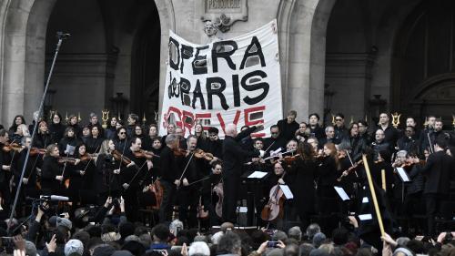VIDEOS. Réforme des retraites : les grévistes de l'Opéra de Paris offrent un nouveau concert devant le palais Garnier