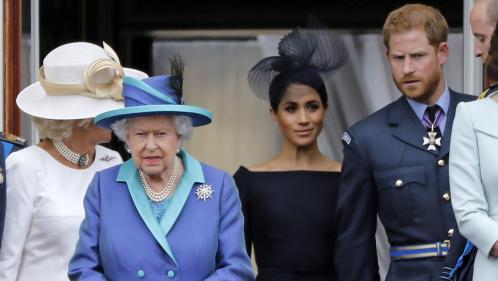 """La reine Elizabeth annonce un accord avec Harry et Meghan, qui abandonneront leurs titres royaux """"au printemps"""""""