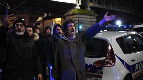 Ce que l'on sait de la tentative d'intrusion de manifestants dans un théâtre parisien, où Emmanuel Macron était présent