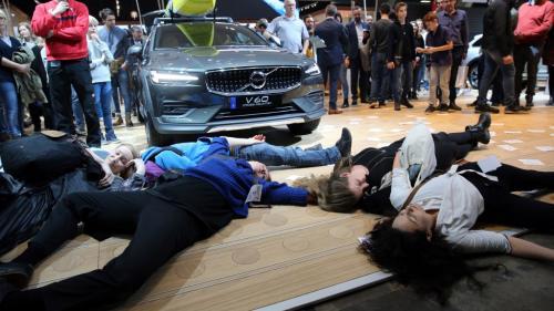 Extinction Rébellion : 185 militants arrêtés pour avoir mené une action dans un salon automobile à Bruxelles
