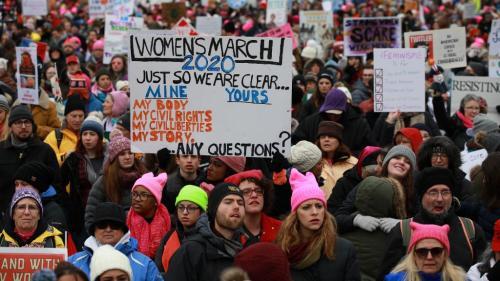 """La quatrième """"Marche des femmes"""" réunit 6 000 personnes à Washington contre la politique de Donald Trump"""