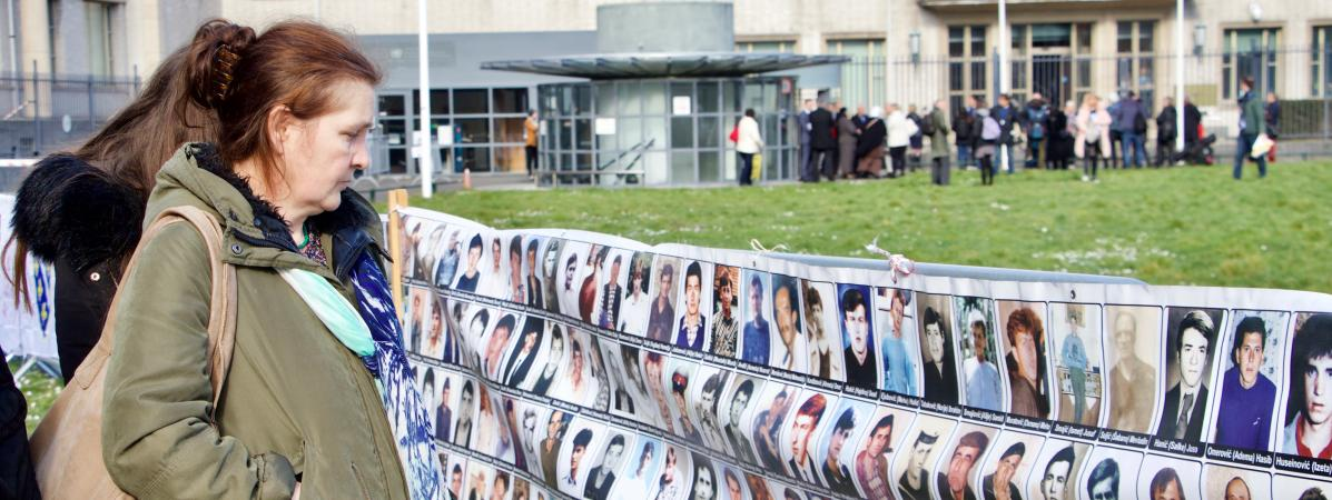 Bosnie-Herzégovine : des familles de victimes du massacre de Srebrenica saisissent la CEDH