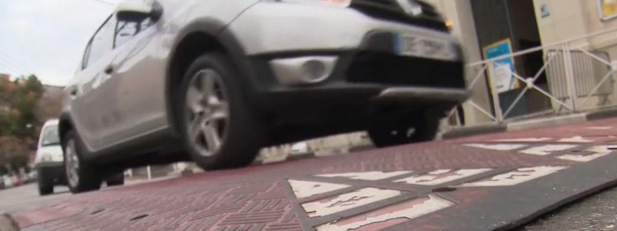 Var : un automobiliste s'attaque aux dos d'âne illégaux