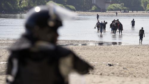 VIDEO. Des migrants d'Amérique centrale se heurtent aux forces de l'ordre à la frontière entre le Guatemala et le Mexique