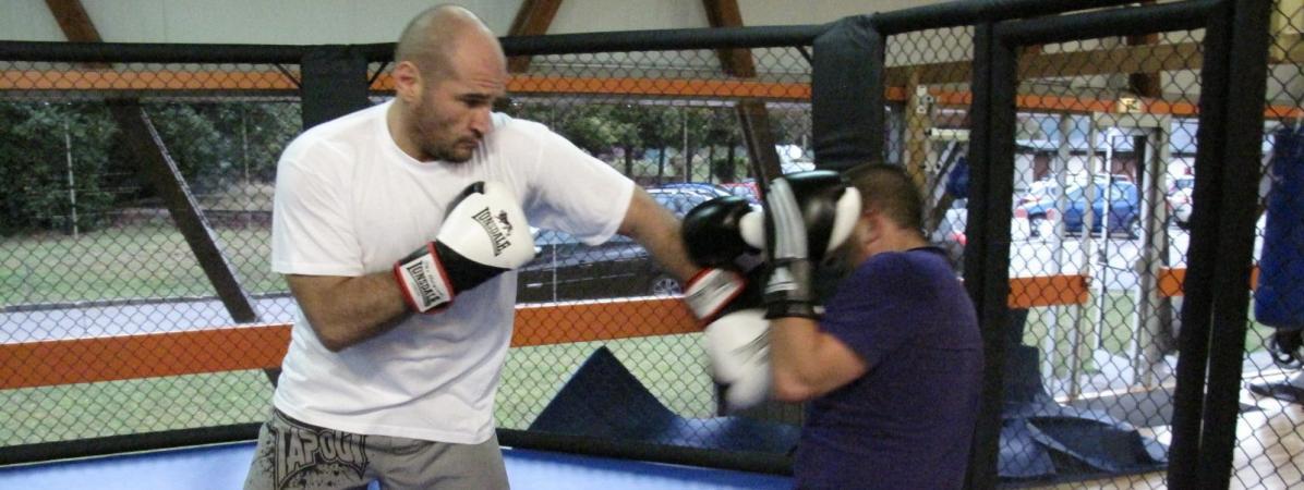 """""""Aucune éthique là-dedans"""" : Saïd Bennajem, figure de la boxe en France, regrette l'affiliation du MMA à sa..."""