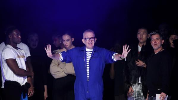 Jean-Paul Gaultier tire sa révérence avec son dernier défilé-show haute couture