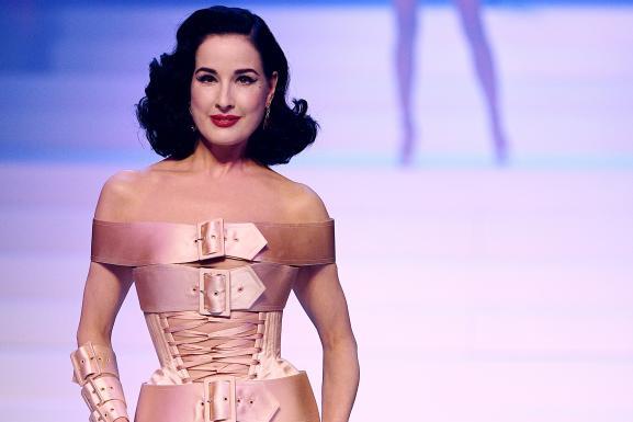 Défilé Jean Paul Gaultier haute couture printemps-été 2020 : Dita Von Teese