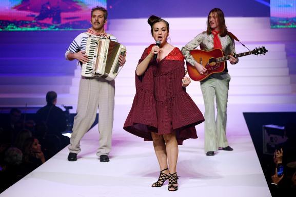 Défilé Jean Paul Gaultier haute couture printemps-été 2020 : Catherine Ringer