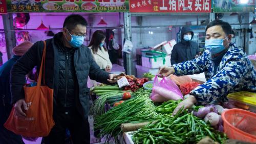 """""""Bien sûr que j'ai peur"""" : à Wuhan, foyer d'origine du virus qui inquiète le monde, la vie au ralenti"""