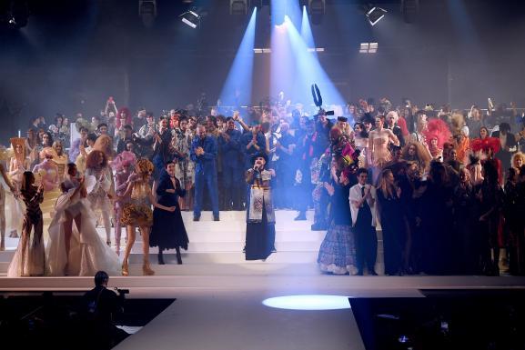 Le chanteur Boy George au final du défilé haute couture printemps-été 2020 de Jean Paul Gaultier, pour ses 50 ans de carrière. Le 22 janvier 2020 au théâtre du Châtelet à Paris.