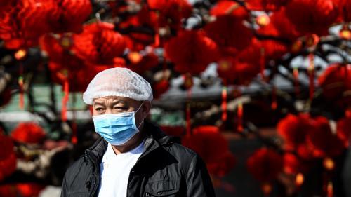 """""""Je vais réveillonner en petit comité"""" : à Pékin, on se prépare à un Nouvel an morose, sur fond d'épidémie de coronavirus"""