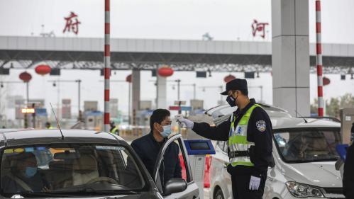 """Coronavirus : la France """"envisage"""" des autobus pour les Français qui veulent quitter Wuhan"""