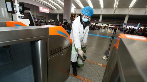 """Coronavirus en Chine: """"La communauté française est dans la peur"""", confie un médecin français sur place"""