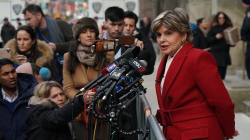"""Procès d'Harvey Weinstein : """"Désormais, ce sont les accusés qui ont peur"""", salue Gloria Allred, avocate de l'une des plaignantes"""