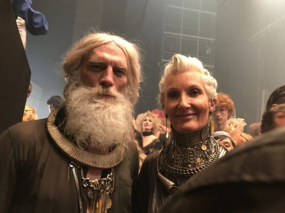 Deux mannequins sénior dans les backstages du dernier défilé haute couture Jean Paul Gaultier pour ses 50 ans de créations, le 22 janvier 2020 à Paris