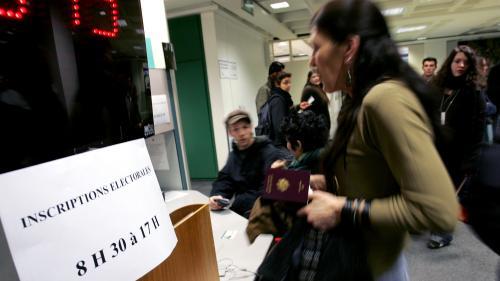 """""""Je ne m'intéresse pas trop à la vie de ma ville"""" : une opération tente de convaincre de s'inscrire sur les listes électorales avant les municipales"""