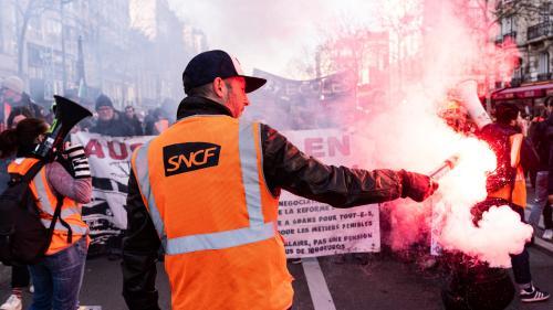 Grève à la SNCF : des cheminots non grévistes ont reçu une prime de la part de la direction