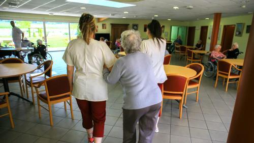Coronavirus: dans certains Ehpad, le personnel est confiné avec les pensionnaires