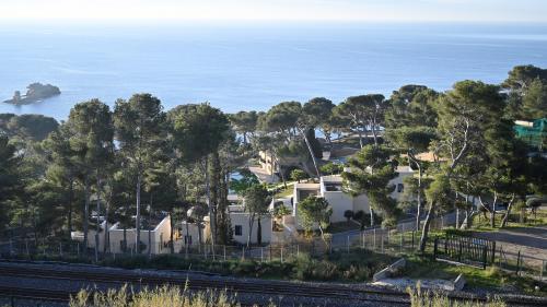 Coronavirus : sécurité, conditions de vie... Comment sont encadrés les Français placés en quarantaine à Carry-le-Rouet et à Aix-en-Provence ?