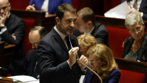 """Affaire Mila : la jeune fille et sa famille """"font l'objet d'une protection particulière de la police nationale"""", indique Christophe Castaner"""