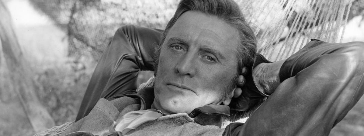 Kirk Douglas dans La Caravane de feu, en 1967.