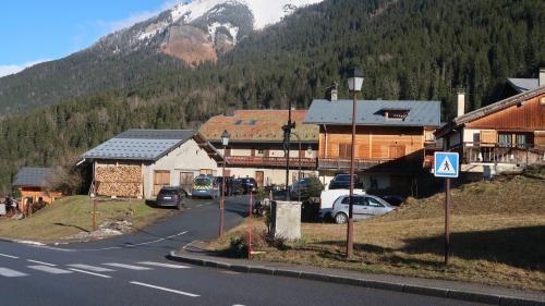 DIRECT. Coronavirus 2019-nCoV : deux écoles de Haute-Savoie fermées la semaine prochaine après la confirmation de cinq nouveaux cas en France