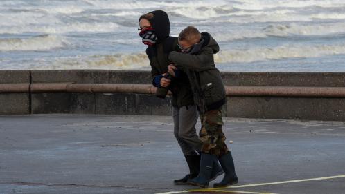 """""""Le plus gros de l'épisode sera pour dimanche soir"""" : la tempête Ciara va balayer le nord de la France, des rafales de 140 km/h attendues"""