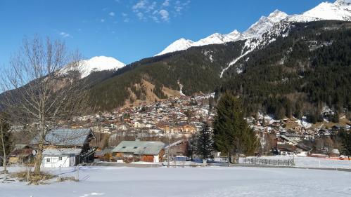 "VIDEO. A Contamines, les vacanciers ""inquiets"" après l'annonce ce cinq cas de coronavirus 2019-nCoV dans la station de ski"