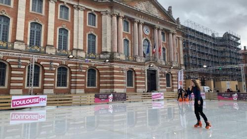 A Toulouse, la liste EELV-LFI dénonce la présence d'une patinoire place du Capitole alors que les températures avoisinent les 15 degrés