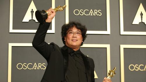 """Triomphe de """"Parasite"""" aux Oscars : Bong Joon-ho est """"un grand cinéaste humaniste et c'est ça qui touche les gens"""", selon le producteur Manuel Chiche"""